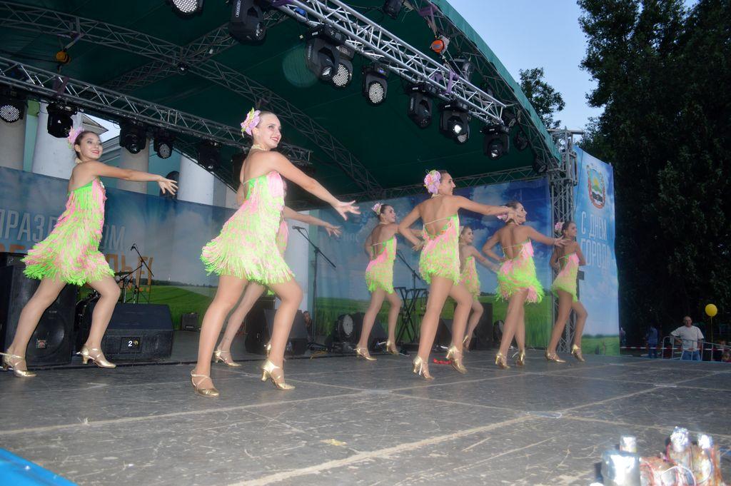 Ярко и зажигательно в Доброполье отпраздновали День города и День шахтера, фото-3
