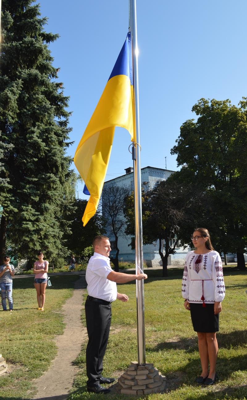 Сьогодні біля будівлі міської ради Добропілля відбулось урочисте святкування Дня Прапору України, фото-3