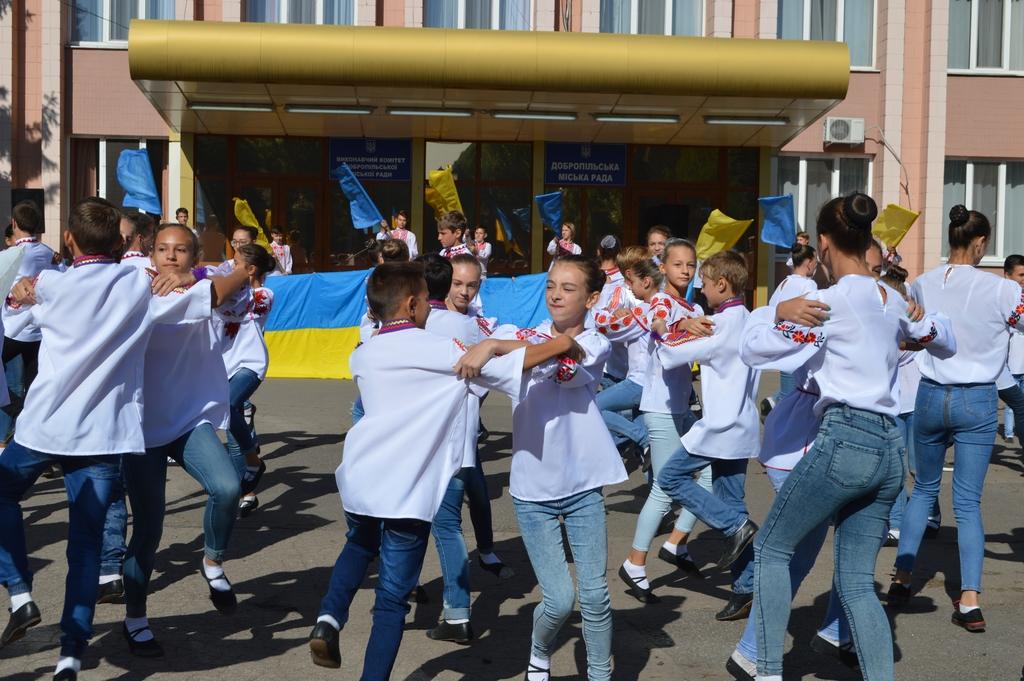 Сьогодні біля будівлі міської ради Добропілля відбулось урочисте святкування Дня Прапору України, фото-4