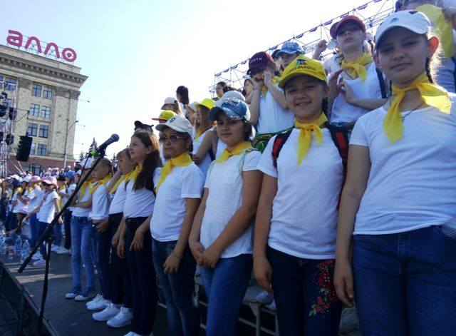 Вихованці добропільської музичної школи взяли участь у грандіозному флешмобі, фото-2
