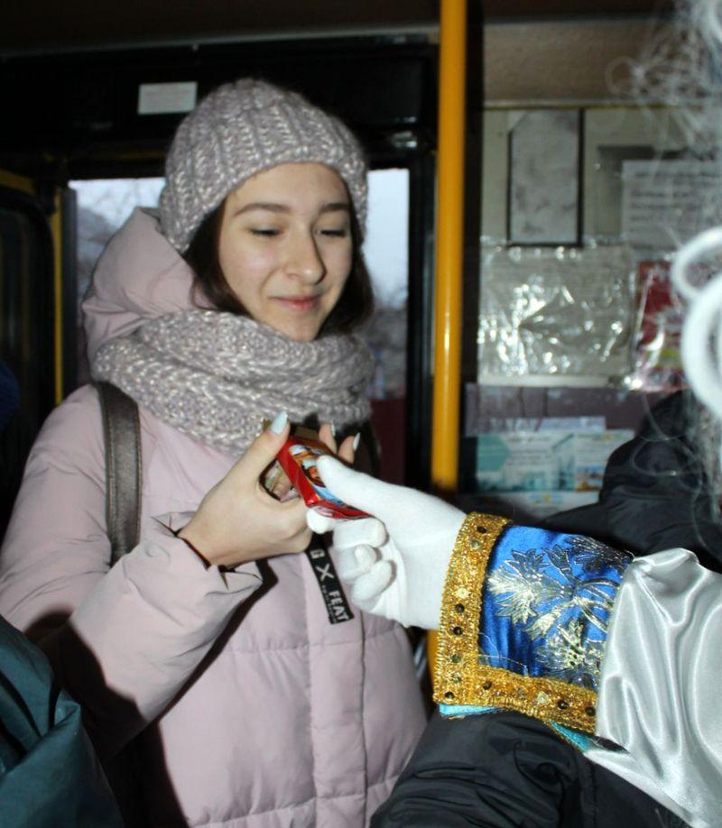 В Добропіллі відсвяткували День Святого Миколая та запалили головну ялинку міста, фото-1