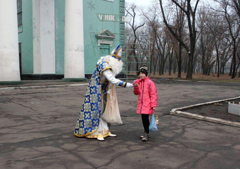 В Добропіллі відсвяткували День Святого Миколая та запалили головну ялинку міста, фото-4