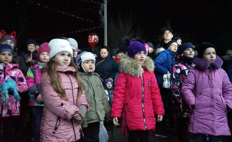 В Добропіллі відсвяткували День Святого Миколая та запалили головну ялинку міста, фото-9